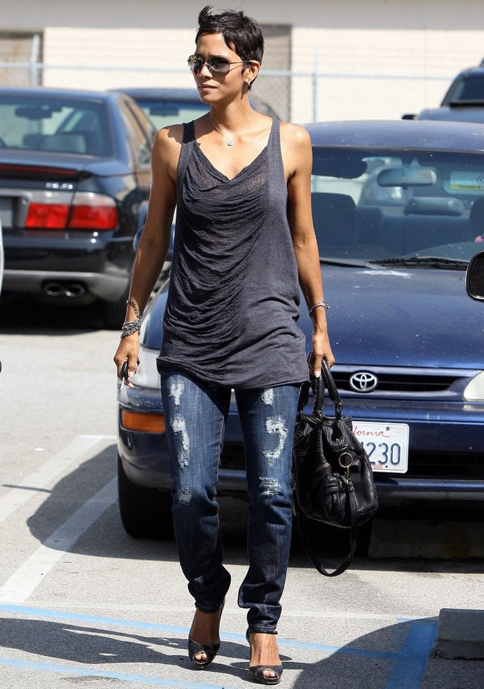 "Halle Berry toting herMoni Moni ""Dolce Vita"" handbag"