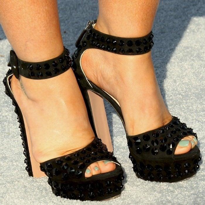 Jennifer Love Hewitt shows off her sexy feet in black studded pumps