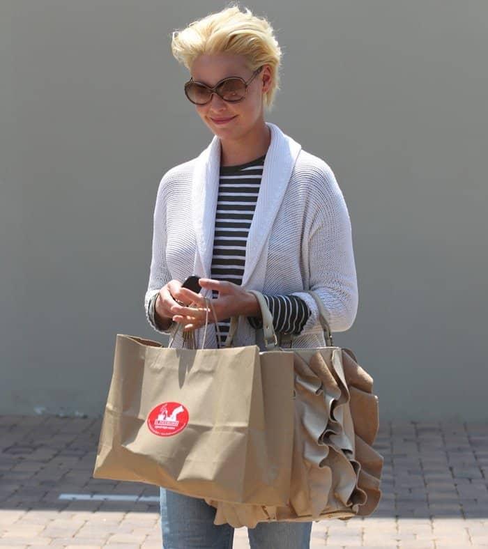 Katherine Heigl toting Be & D's Kan Kan portfolio shoulder bag