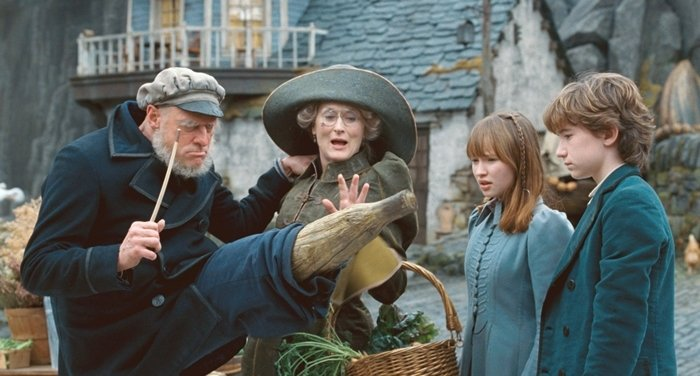 Jim Carrey (as Captain Sham/Count Olaf), Meryl Streep (as Aunt Josephine), Emily Browning (as Violet Baudelaire) and Liam Aiken (as Klaus Baudelaire) in 'Lemony Snicket's A Series of Unfortunate Events' directed by Brad Silberling