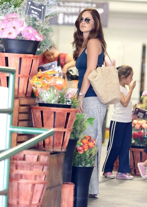 Minka Kelly seen picking out a bouquet of flowers at Whole Foods