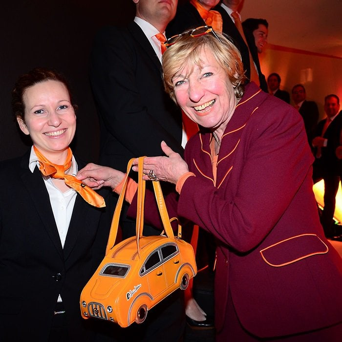heidi hetzer totes quirky yellow car purse to award show. Black Bedroom Furniture Sets. Home Design Ideas