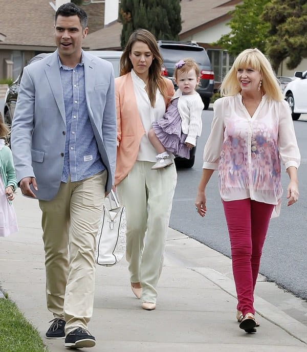 Jessica Alba and Cash Warren take their daughters to an Easter party