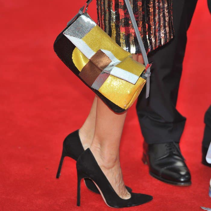 Jessica wore her 1960s-style dress with pointed black pumps and the Baguette by Fendi