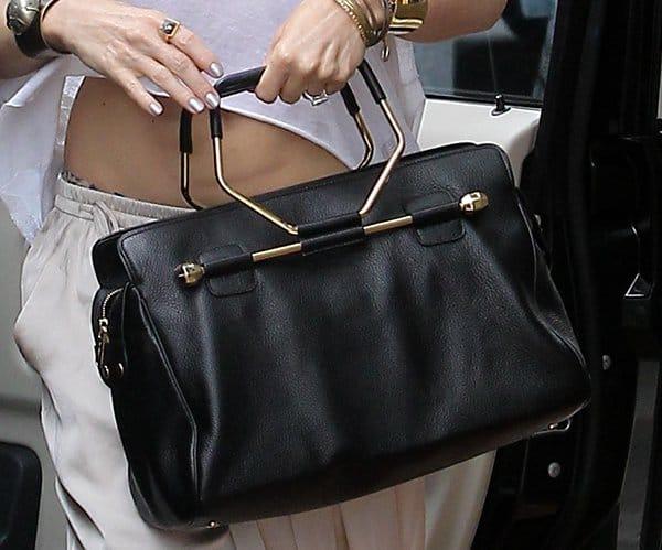 Gwen Stefani Carrying A Ette Bag By Viktor Rolf