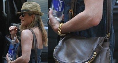 42566b13e7657 Jennifer Aniston Carries Tom Ford