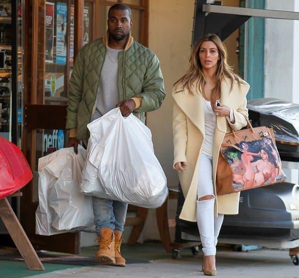 Kim Kardashian'stan leather handbag was directly painted by George Condo