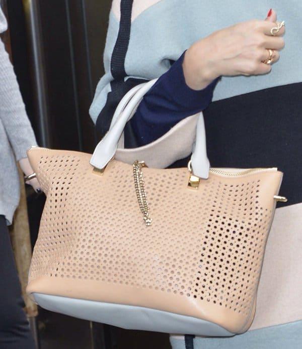 Jessica Alba's handbag complemented her coat well