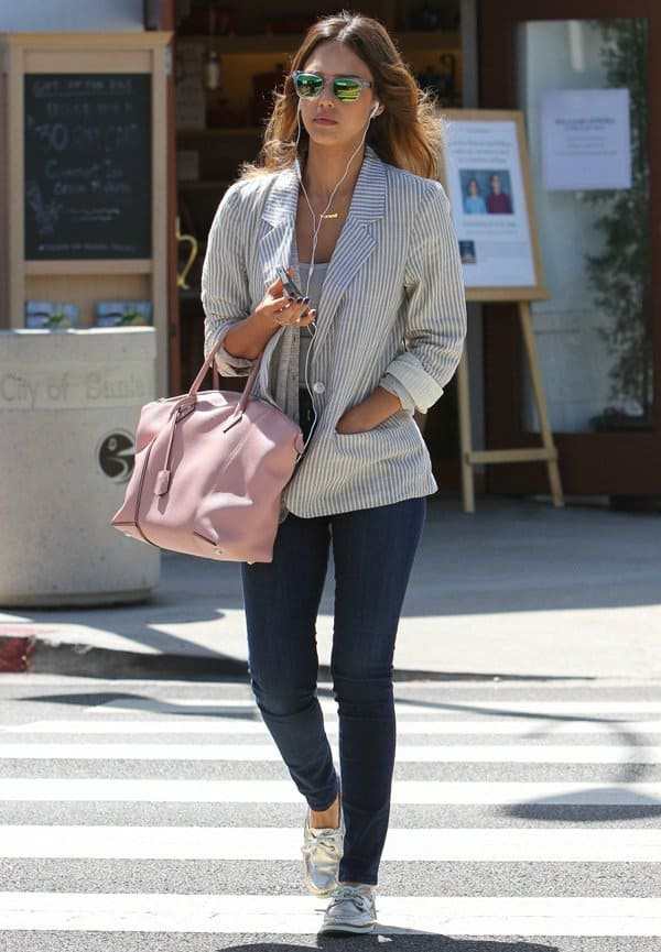 Jessica Alba heading to a nail salon in Beverly Hills, Los Angeles, on June 4, 2014
