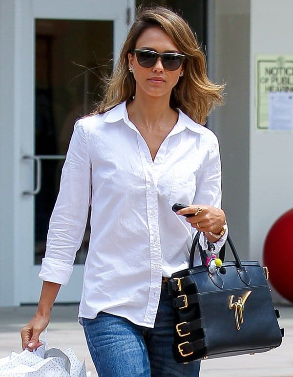 Jessica Alba has the ability to make even the most mundane activities look so chic