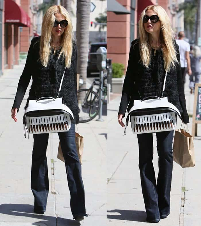 bb5748accc66 ... Tod s Wave bag. Rachel Zoe toting one of her favorite handbags