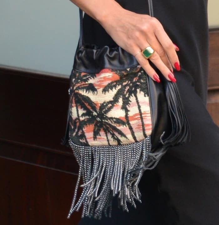 Heidi Klum carries a bag decorated with palm trees