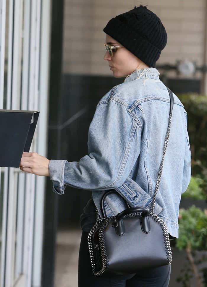 Rooney Mara photographed without makeup while heading to a hair salon.