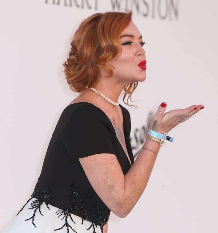 Lindsay Lohan blowing a kiss to the public