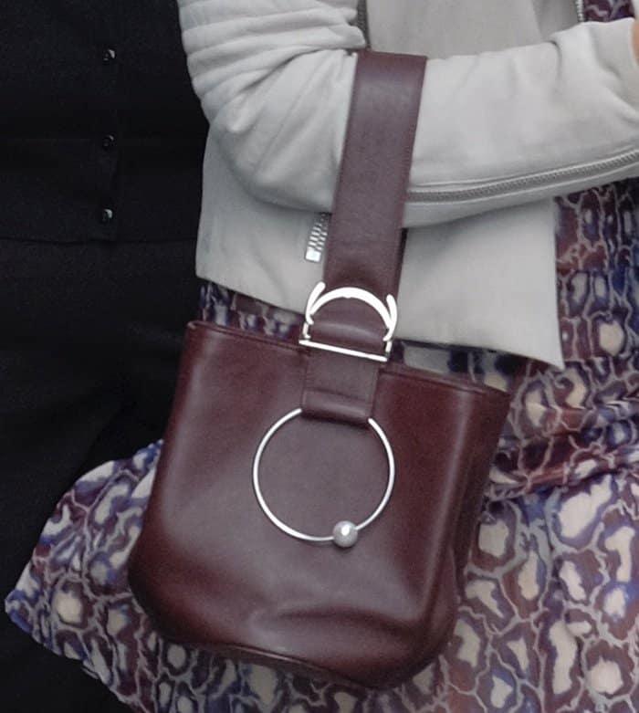 Isla Fisher carrying a bucket bag around Manhattan.