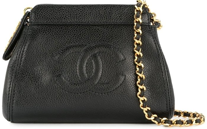 Made from Chanel's dearest black caviar leather with traditionally matching gold-tone hardware, the bag features a top zip closure to the main compartment, a logo patched internal zipped pocket and a front stitched interlocking CC logo
