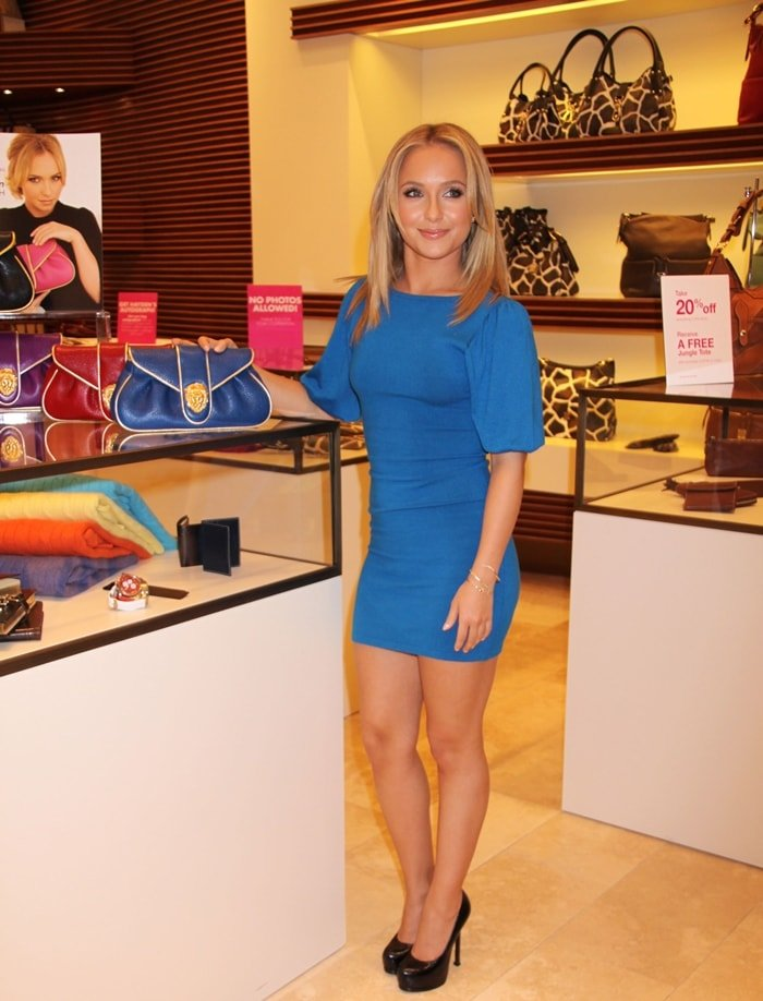 Hayden Panetierre unveils her fashion clutch bag by Dooney & Bourke