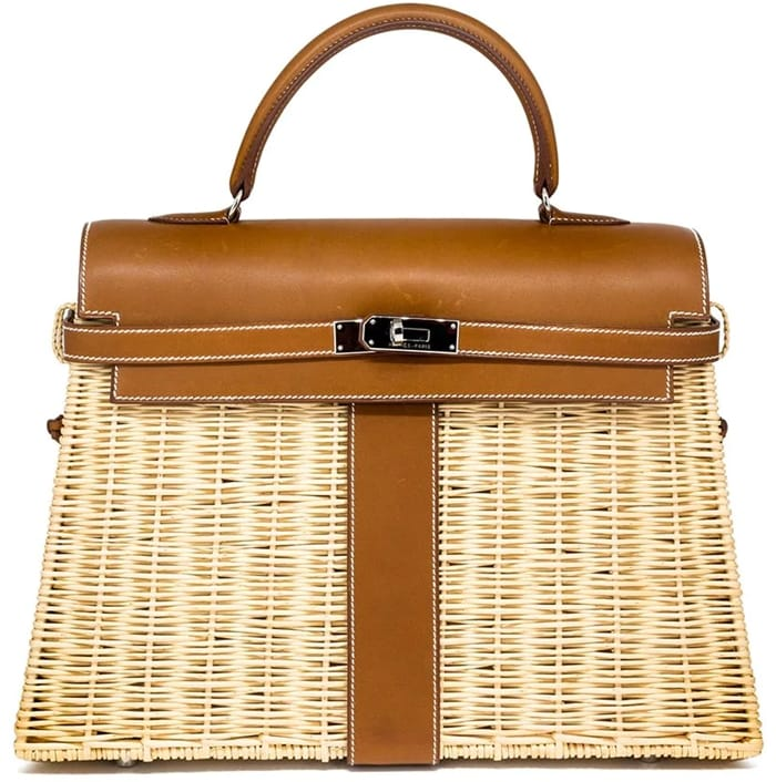 This beige and tan brown straw and leather 2011's Kelly 35cm picnic bag from Hermès features a round top handle, a twist-lock fastening, silver-tone hardware, a hanging leather tag, and padlock detail