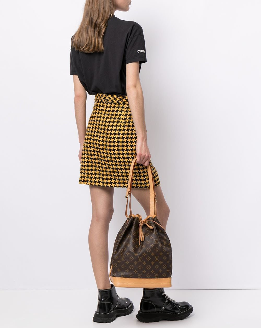 One of Louis Vuitton's oldest styles, the Noe is a classic bucket bag originally made to carry champagne bottles